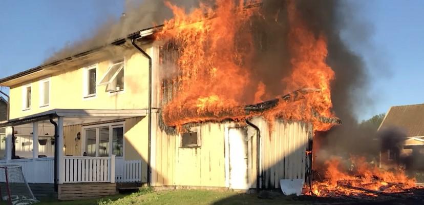 Brannfarlig å lade elbil fra vanlig stikkontakt